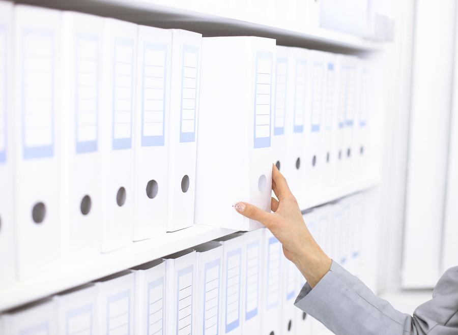 Jak przepisy regulują przechowywanie dokumentów?