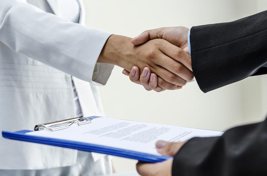 Umowa o dzieło a zlecenie. Która jest korzystniejsza?